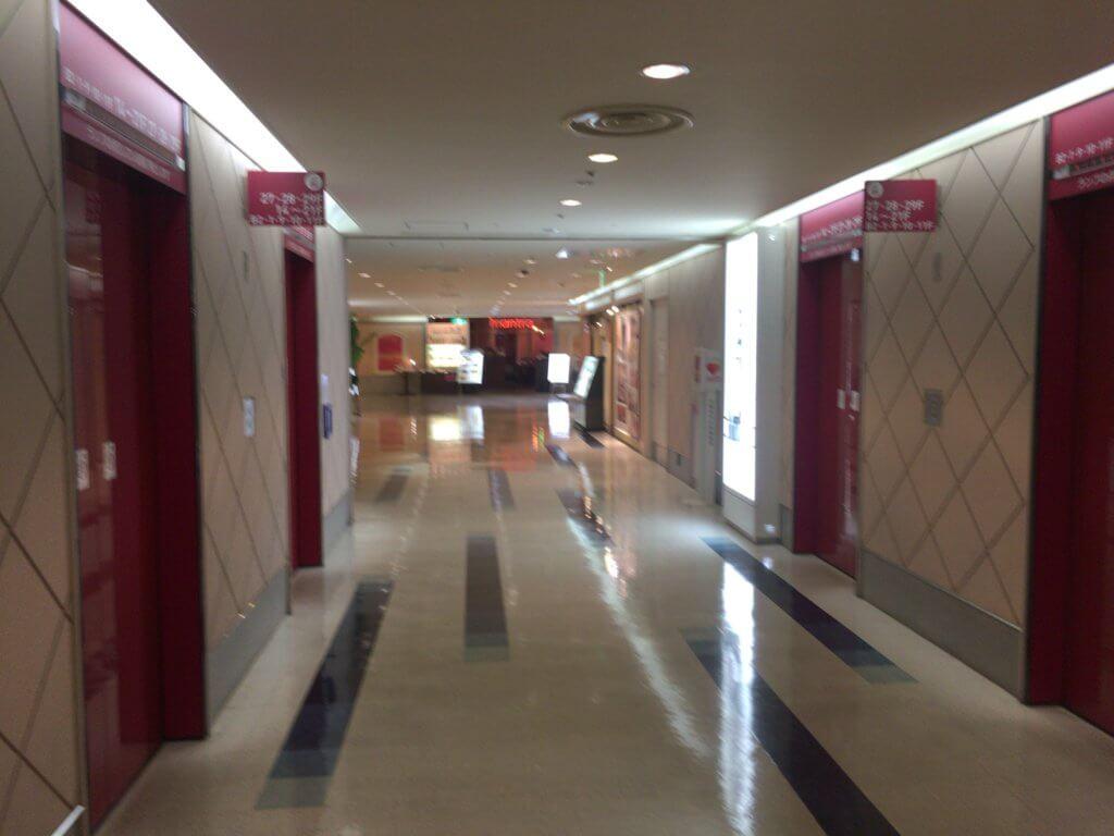 スカイビルエレベーターホール10階